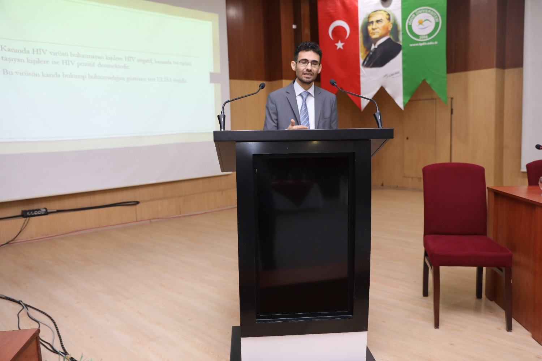 """Üniversitemizde """"Bulaşıcı Hastalıklar AİDS Günü"""" Konulu Konferans Düzenlendi"""