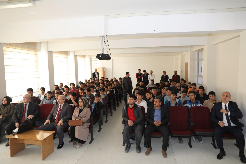 Akademisyenler Tecrübelerini Lise Öğrencileri ile Paylaştı