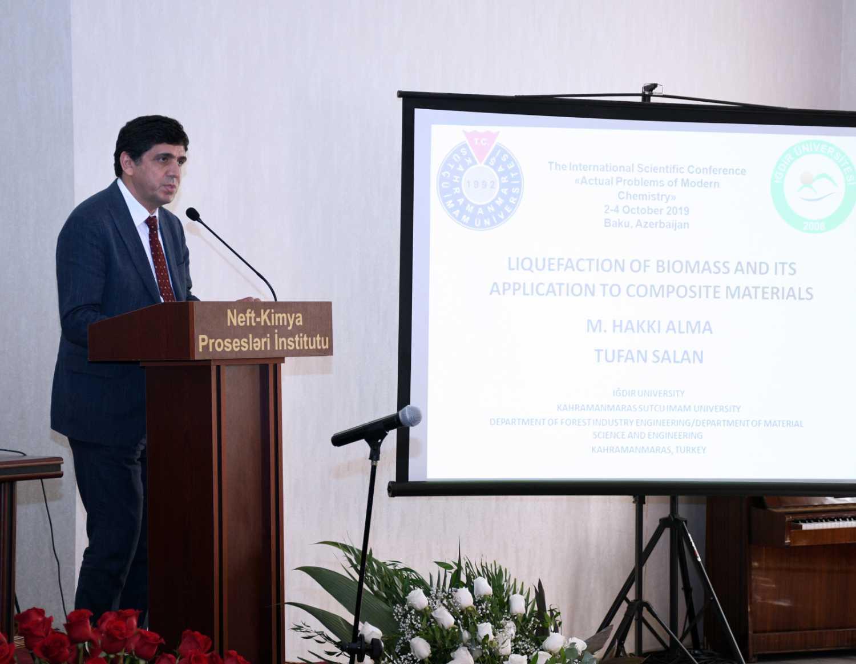 Rektör Alma, Azerbaycan'da Katıldığı Konferansta Sunum Yaptı