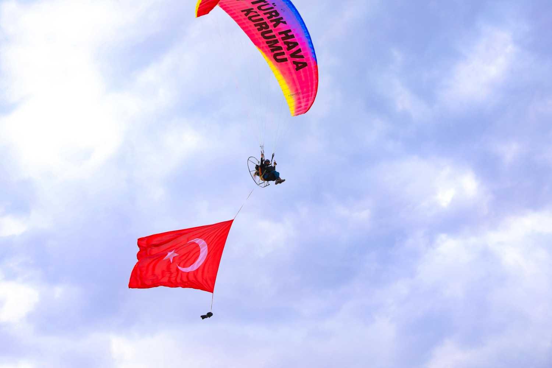 Şehit Bülent Yurtseven Kampüsü'nde Paramotor Gösterisi