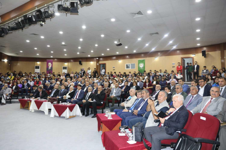 """Uluslararası """"20. Yüzyılın İlk Yarısında Türk-Ermeni ilişkileri"""" Sempozyumu Başladı"""