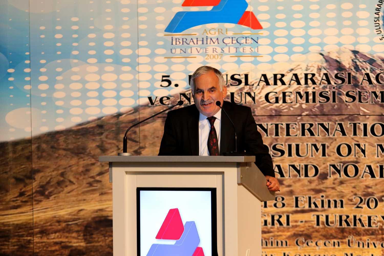 Dr. Öğr. Üyesi Salih Bayraktutan Ağrı Dağı ve Nuh'un Gemisi Sempozyumuna Katıldı