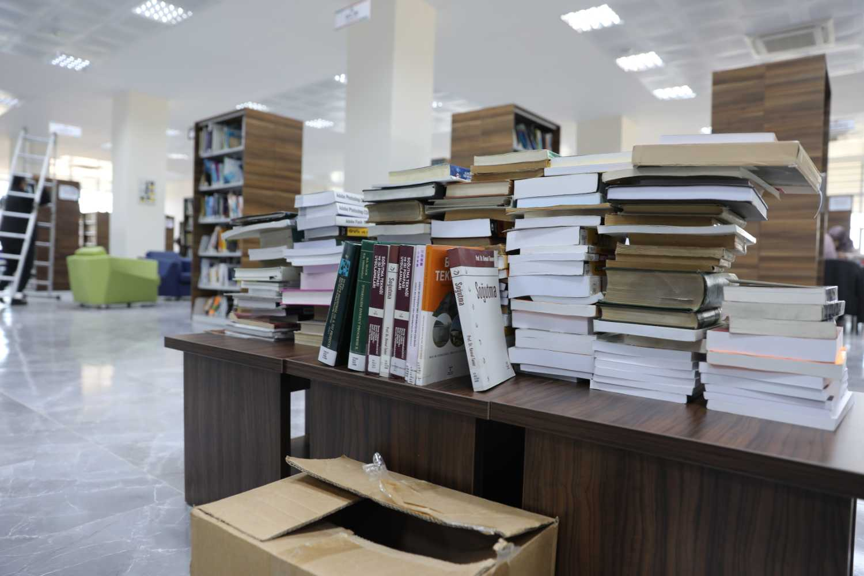 Üniversitemiz Kütüphanesi Bağışlarla Zenginleşiyor
