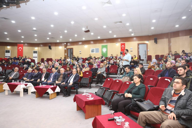 Üniversitemiz Rektörü Prof. Dr. Hakkı Alma Öğretmen ve Okul Yöneticilerine Konferans Verdi