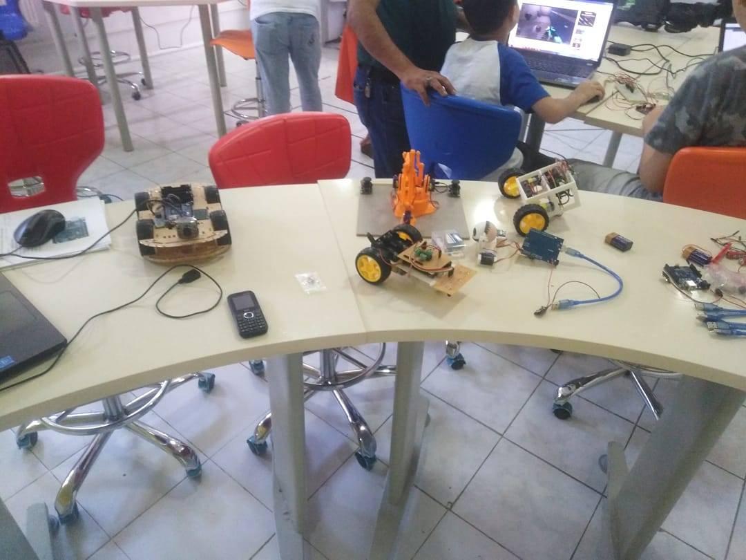 Fakültemiz Öğrencilerinden Güneşi İzleyerek Enerji Üreten Robot Tasarımı
