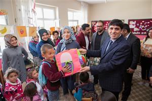 Rektör Alma, Anasınıfı Öğrencilerine Oyuncak Dağıttı