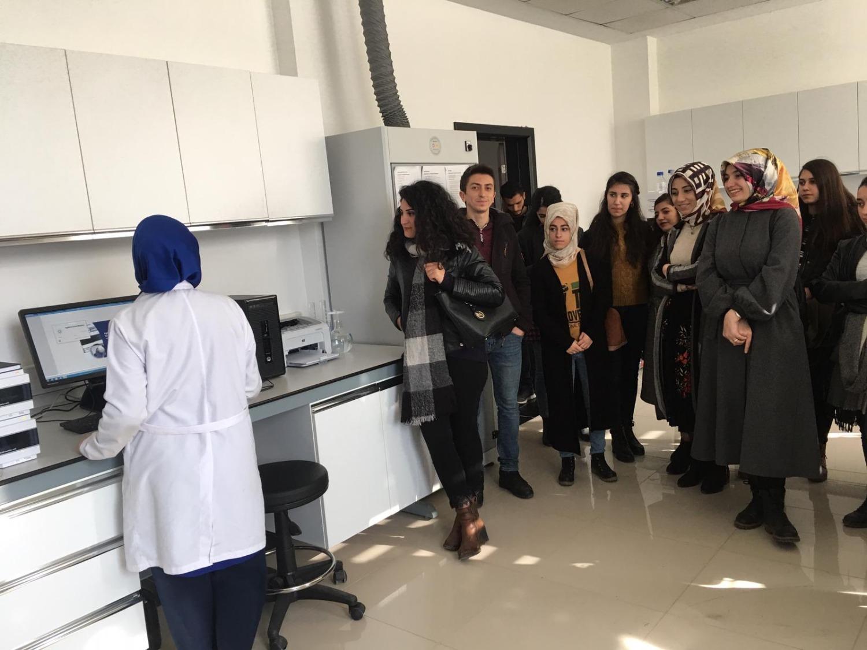 Tuzluca MYO Eczane Hizmetleri Bölümü Öğrencilerinden Laboratuvarlarımıza Ziyaret