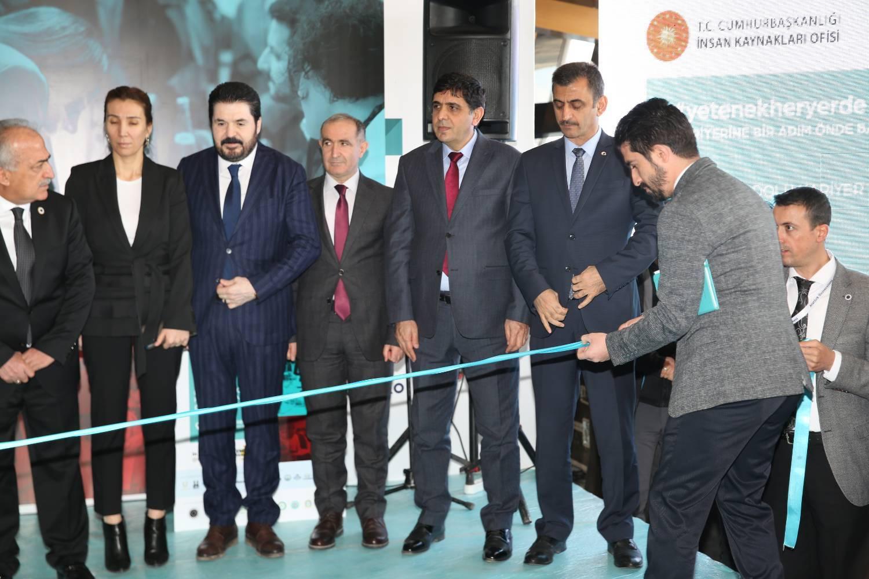 Iğdır Üniversitesi 'Doğu Anadolu Bölgesel Kariyer Fuarı'nda Yerini Aldı