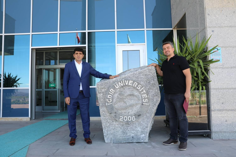 Kaya Tuzuna Iğdır Üniversitesinin Logosu İşlendi