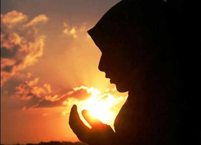 Muslim-woman-praying-REUTERS-640x480.jpg